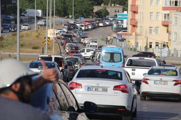 Sinopta 3 kilometrelik araç kuyruğu