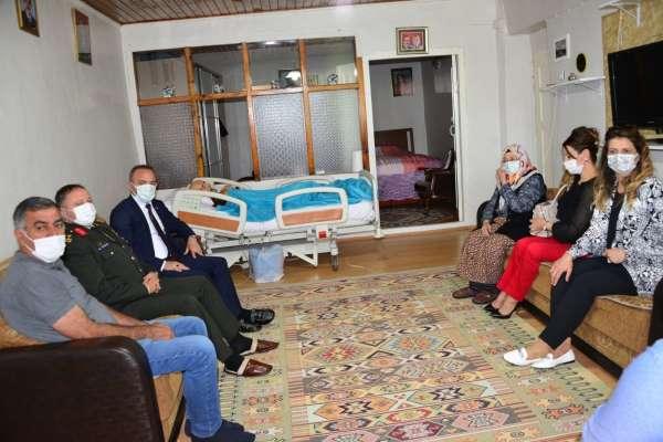 Vali Önerden şehit ve gazi ailelerine bayram ziyareti