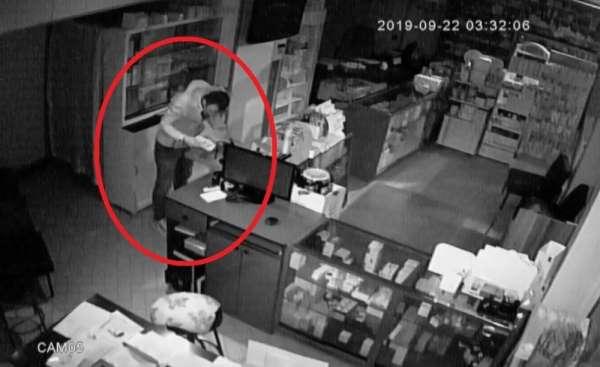 Eczaneden 25 bin liralık hırsızlık kamerada