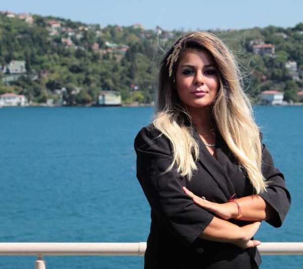 Oltulu Serap Çınar, ayın iş kadını seçildi