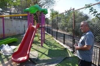 Şehit babası okul bahçesindeki oyun alanlarını yeniletti