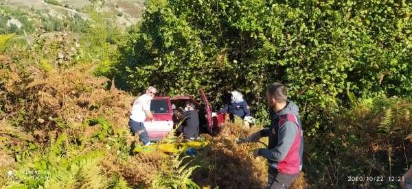 Türkeli'de otomobil şarampole yuvarlandı: 4 yaralı