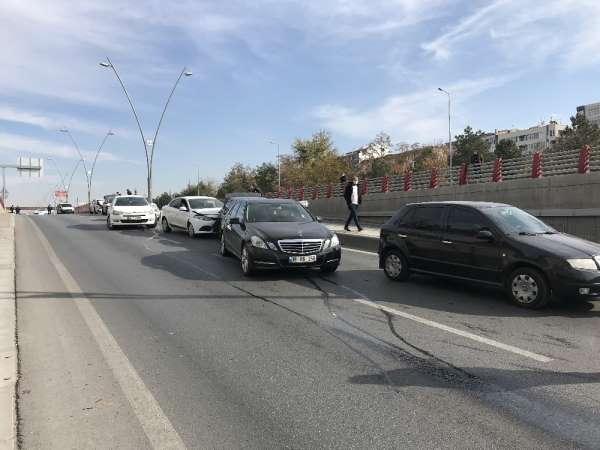 8 aracın karıştığı zincirleme kazada şans eseri yaralanan olmadı