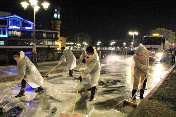 Korona virüs temizlik timi Amasya'yı foşur foşur yıkıyor