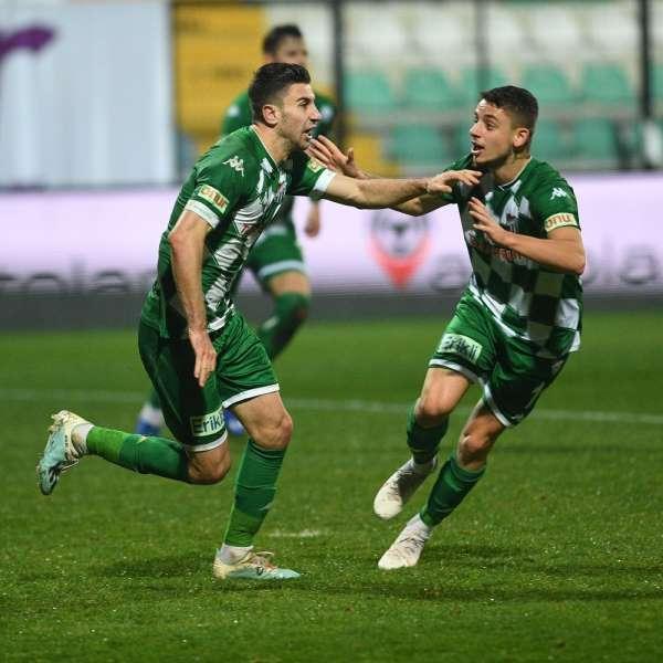 Bursasporun golleri ilk ve son dakikalarda geliyor