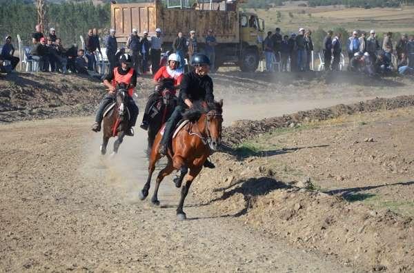 5 Rahvan At Yarışları yapıldı