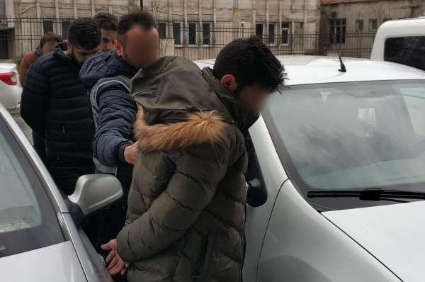 Adın FETÖye karıştı deyip evdeki para ve altınları alan sahte polisler tutukl