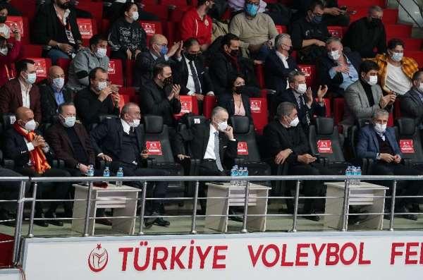 Mustafa Cengizden voleybol takımına destek