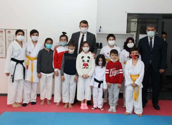 Sivas Valisi Salih Ayhandan karatecilere destek