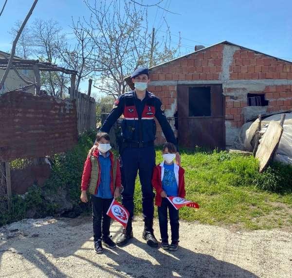 Jandarmadan çocuklara 23 Nisan hediyesi