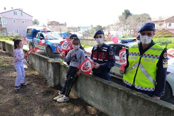 Jandarmadan kırsal mahallelerde 23 Nisan coşkusu