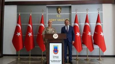Van Jandarma Asayiş Kolordu Komutanı İlbaş'tan Vali Hacıbektaşoğlu'na hayırlı ol