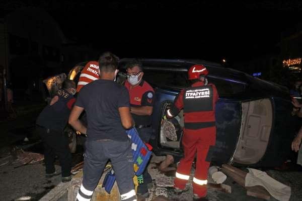 Fethiyede iki otomobilin çarpıştığı kazada 2si ağır 8 kişi yaralandı