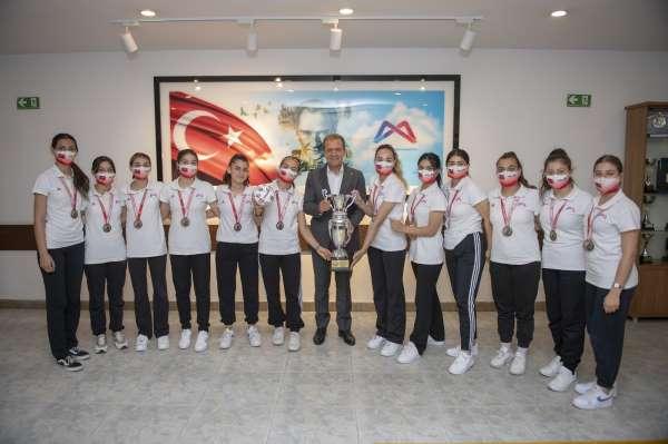Mersin Büyükşehir Belediyesi 3 branşta şampiyonluk sevinci yaşadı