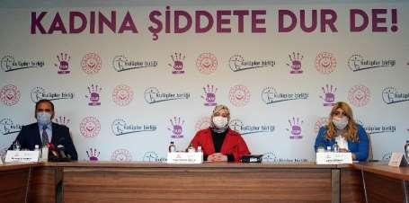 Bakan Zehra Zümrüt Selçuk, futbolun kadın yöneticileriyle bir araya geldi