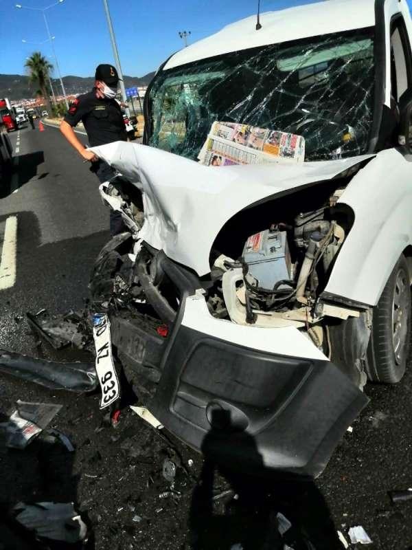 Edremit'te trafik kazası: 5 yaralı