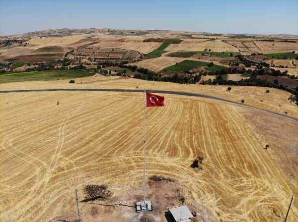 Şehit Jandarma Er Mücahit Şimşek için dev Türk Bayrağı
