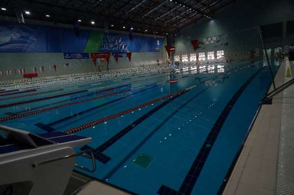 Yüzme havuzları lisanslı sporcular için açıldı