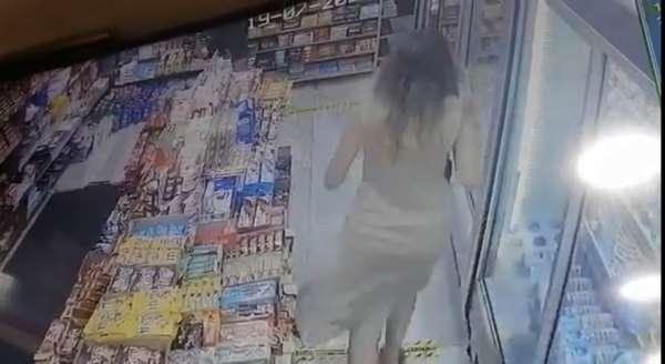 Taksimde kadını taciz eden şahsa dayak kamerada