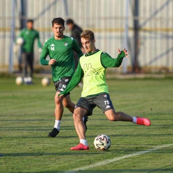 Bursaspor, Akhisarspor maçı hazırlıklarına İzmir'de başladı