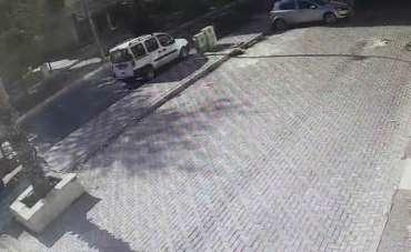 Kağıt toplayıcısının neden olduğu kaza kamerada