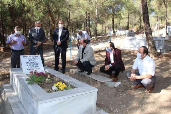 Van depreminde ölen öğretmen mezarı başında anıldı