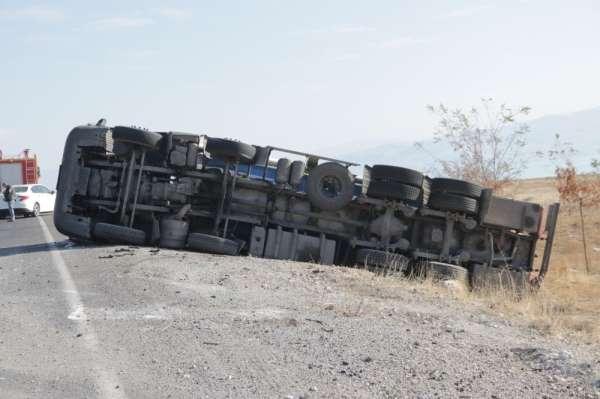 Erciş'te LPG yükü tanker kaza yaptı
