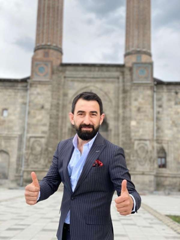 Türk Halk Müziği Sanatçısı İdris Altuner, 'Kal Mezarımda' adlı eseri ile sosyal