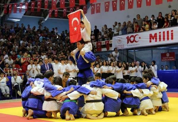 100 yılda tüm Türkiye'de sporun bayramı
