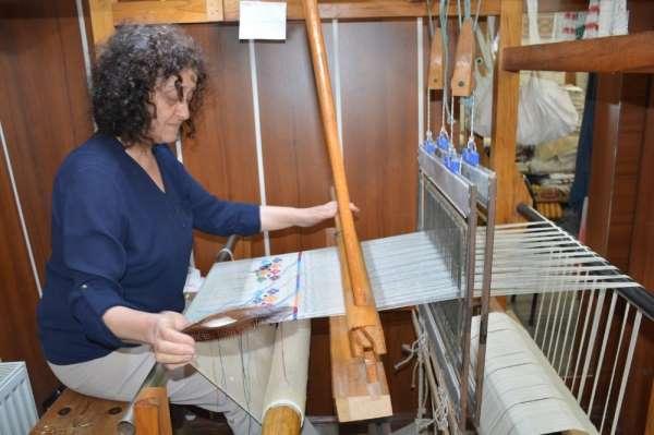 Hobi olarak başladığı keten dokumayı ticarete dönüştürdü