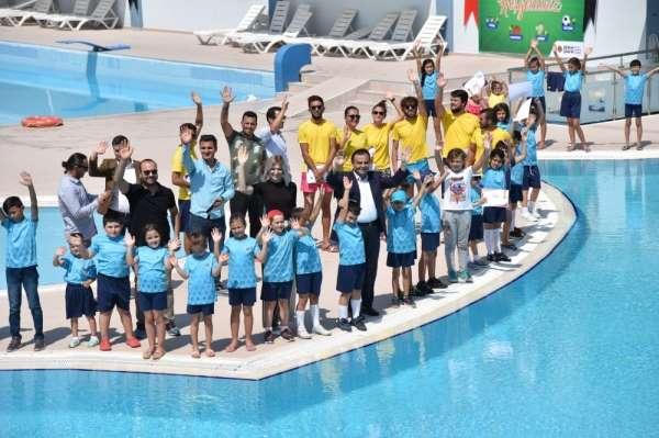 Yaz Spor Okulunu tamamlayan yüzücüler sertifikalarını aldı