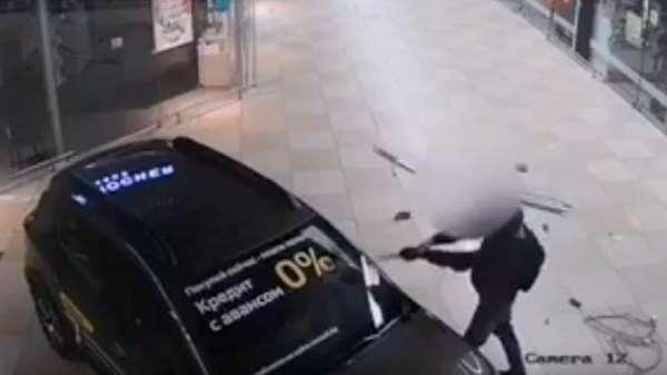 Belarusta alışveriş merkezine baltayla saldırı