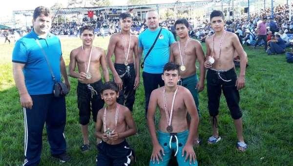 Yunusemreli güreşçiler Yuntdağı'nda madalyaları topladı