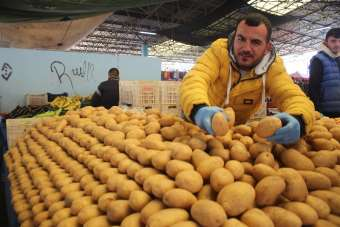 Denizli'de soğuk havalar semt pazarlarının iş potansiyelini olumsuz etkiledi