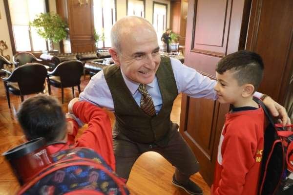 Terör mağduru Mardinli çocuklar Başkan Akgün'ü ziyaret etti