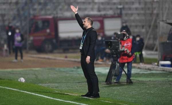 Bursaspor Teknik Direktörü Mustafa Er: Asla teslim olmayın