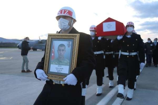 Şehit Piyade Er Selim Gedikin naaşı askeri uçakla Kocaeliye getirildi