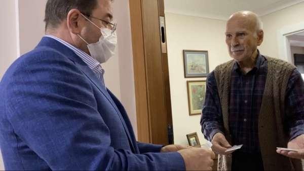 Belediye Başkanı Ali Kılıç kapı kapı dolaşıp yaşlıların ihtiyaçlarını sordu