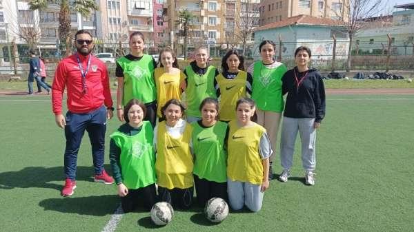 Salihlide kız futbol takımı kuruldu