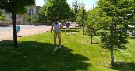 Müsabakalara parkta yaptıkları antrenmanla hazırlanıyorlar
