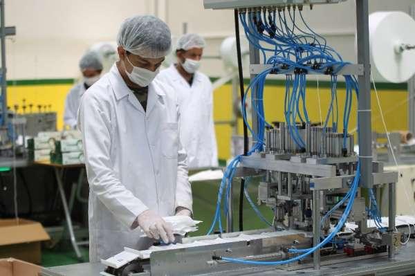 Üniversiteli genç tasarladığı makine ile günde 500 bin maske üreterek ihraç ediy