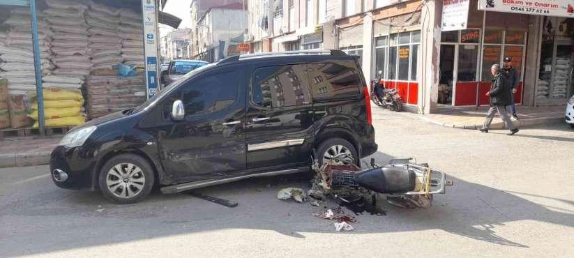 Samsunda hafif ticari araçla motosiklet çarpıştı: 1 yaralı