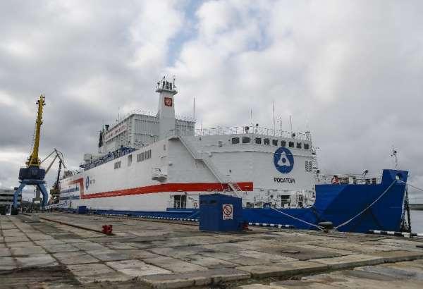 Dünyanın ilk yüzer nükleer güç ünitesi Akademik Lomonosov, Murmansk'tan Pevek'e