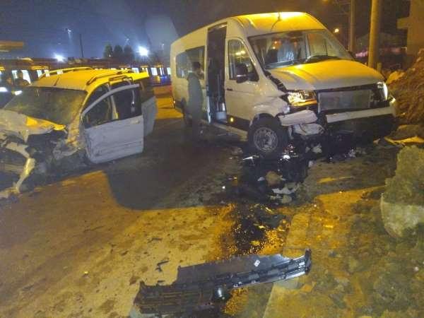 Kocaeli'de trafik kazası: 2'si ağır 11 yaralı