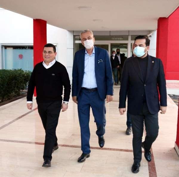 Mustafa Yılmaz'ın Antalyaspor AŞ Genel Kurulu öncesi yoğun görüşme trafiği