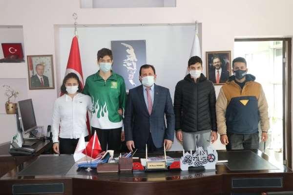 Adana THOM yüzme sporcularından Kabakcıya ziyaret