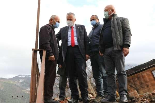 Başkan Kılıç: 'Evi yanan Mehmet Yurt amcamızın her zaman yanındayız'