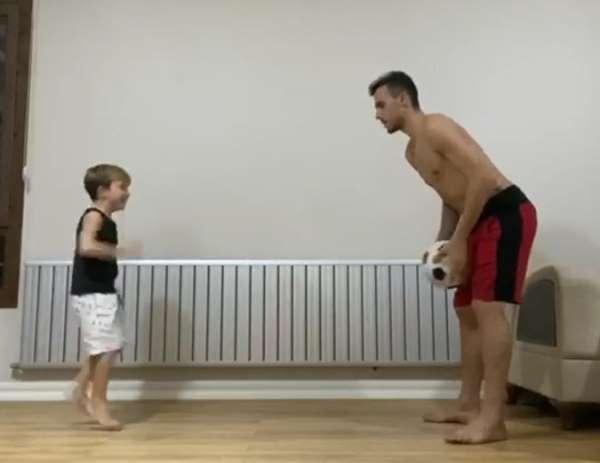 Gustavo oğluyla idman yapıyor