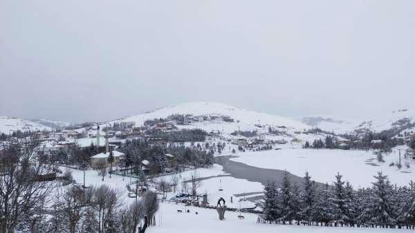 Bin 500 rakımlı yaylada kar kalınlığı 30 santimi aştı