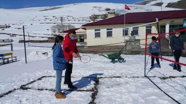 Çocuklar Orda Bir Köy Var Uzakta projesiyle ilk kez badminton ile tanıştı
